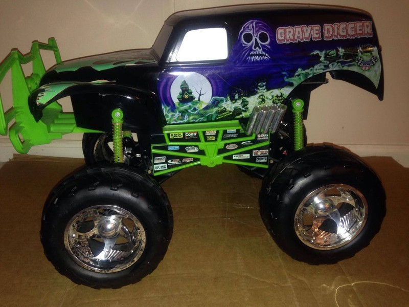 Tyco 6th Scale Grave Digger body