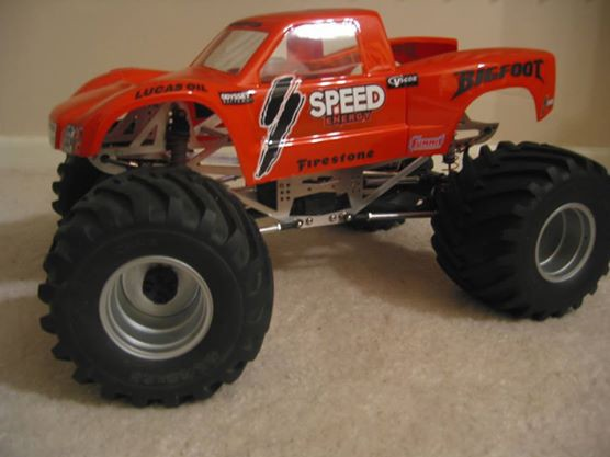 ABC\'s on how to build a modified Axial monster truck